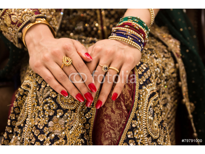 beautifully decorated Indian bride hands 64238