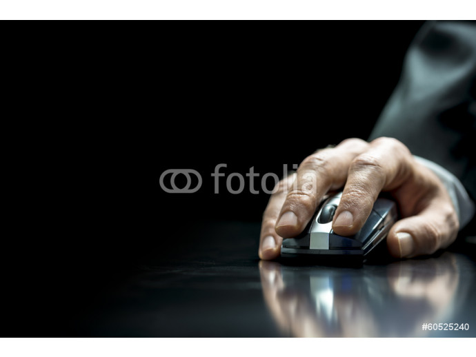 Businessman using a wirelss mouse 64238