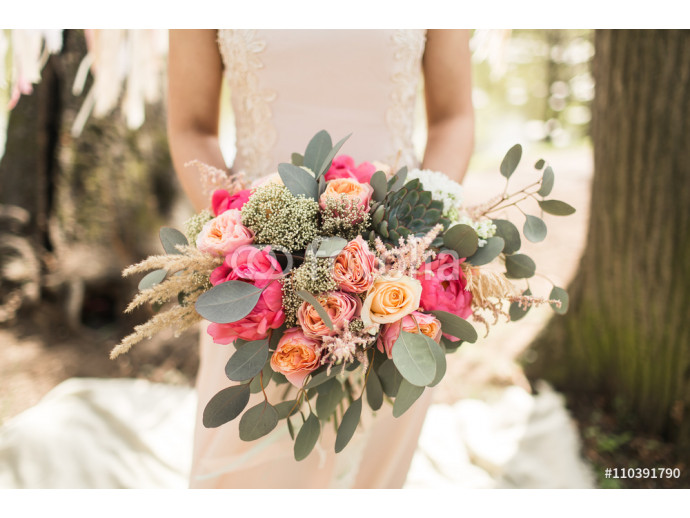 Bride in pink dress with beautiful bouquet 64238