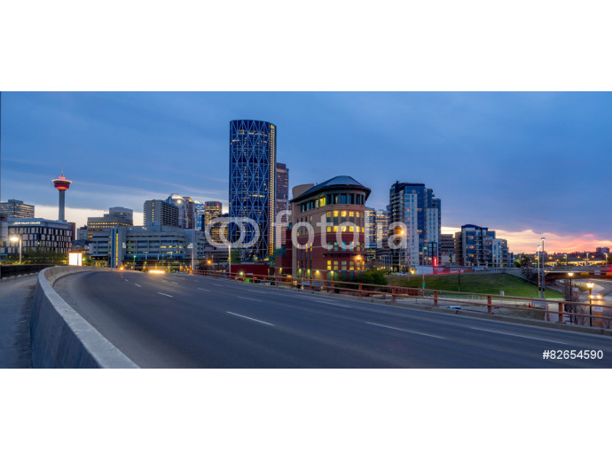 Fototapeta Calgary skyline at night with Bow River and freeway. 64238