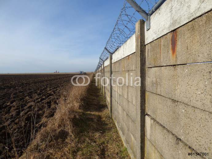 Wall with barbed wire 64238