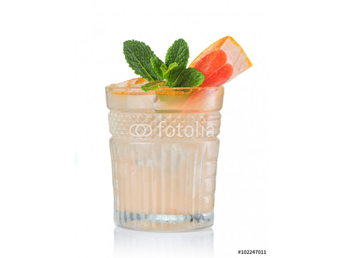 Grapefruit alcohol cocktail with gin isolated on white 64238