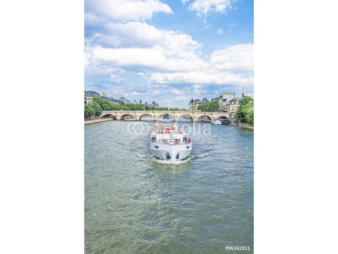 The boat on the Seine 64238