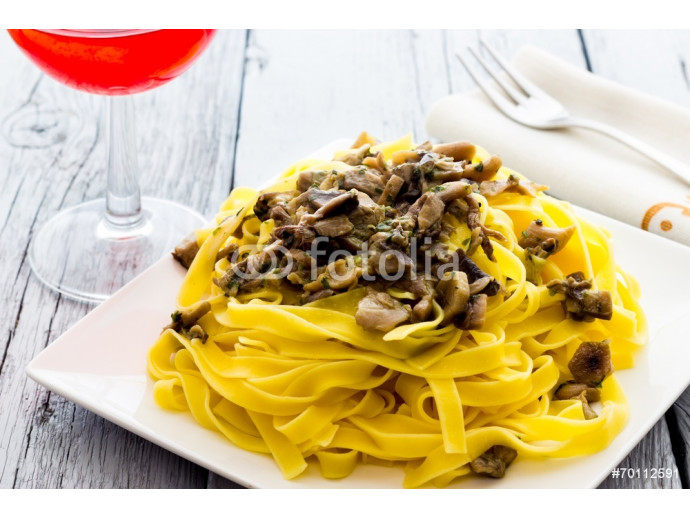 Noodles  with mushrooms 64238