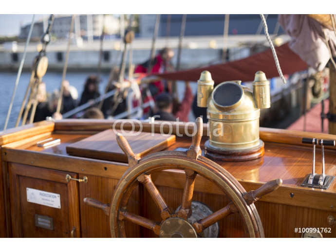 Steering wheel of an old wooden sailing ship 64238