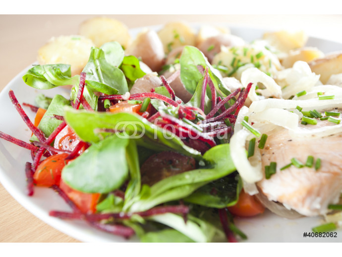 fresh salad with steamed salmon and potatoes- Ducan diet 64238