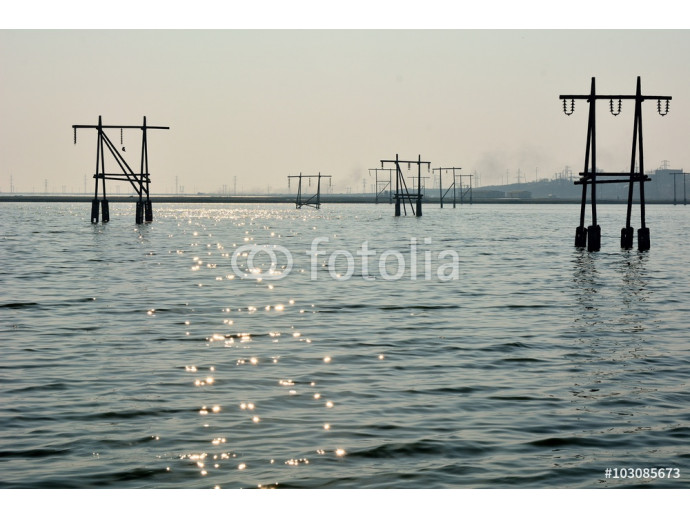 Fotomural decorativo Pylons flooded by lake near Lokbatan, Azerbaijan. A recently flooded landscape shows signs of its previous state in Lokbatan, 15km south west of Baku