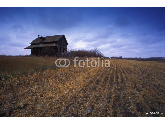 Old building in a field 64238