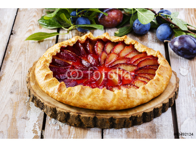 plum cake on a wooden surface 64238