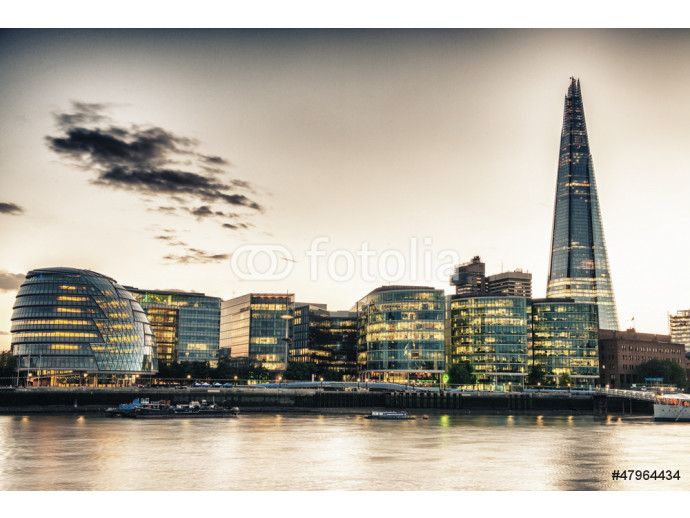 London Skyline at Dusk with City Hall and Modern Buildings, Rive 64238