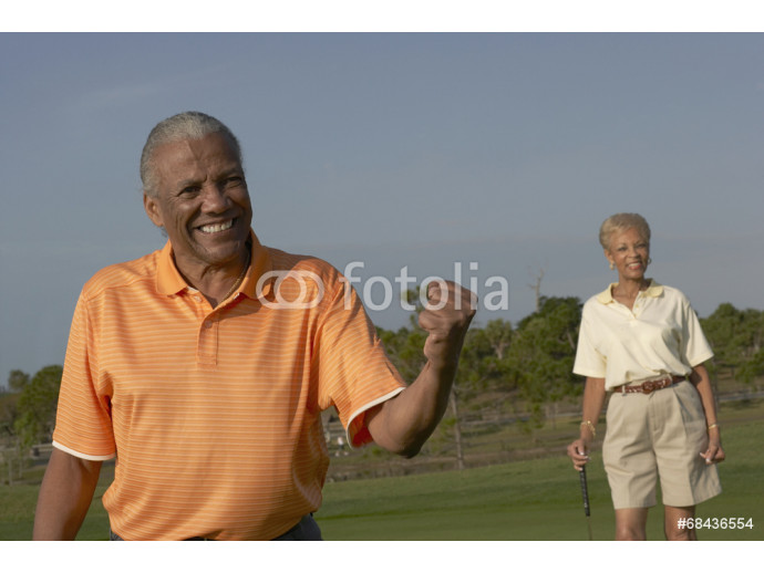 Senior African American couple on golf course 64238