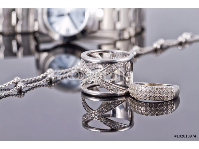 Elegant ring made of silver and silver chain and women's watches 64238