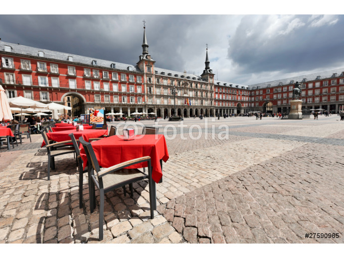 Cafe tables with red tableclothes in Plaza Mayor. Madrid. 64238