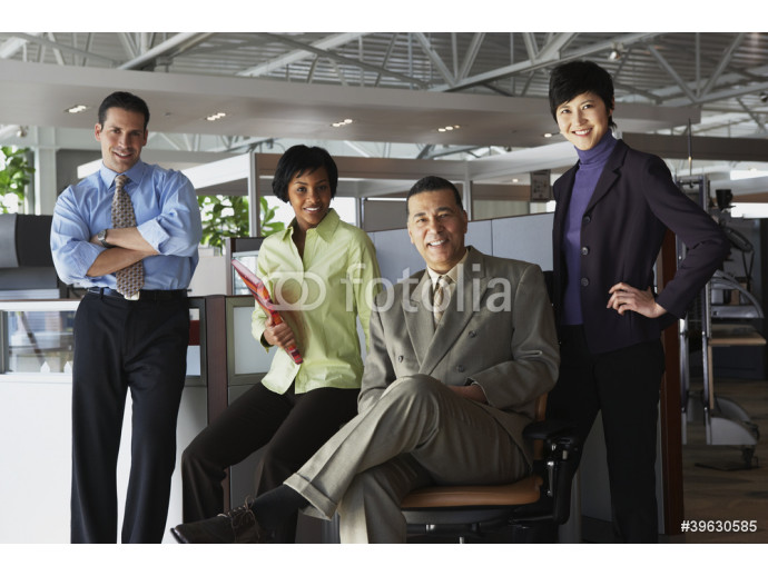Group of businesspeople in office 64238