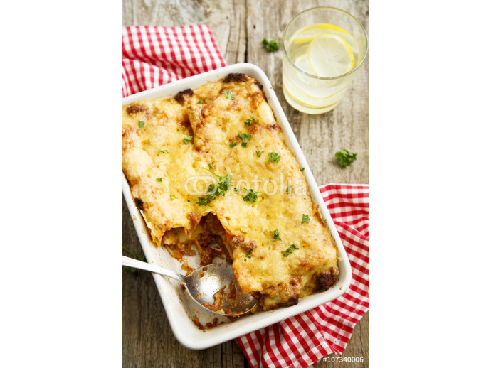 Lasagna with beef and tomato sauce 64238