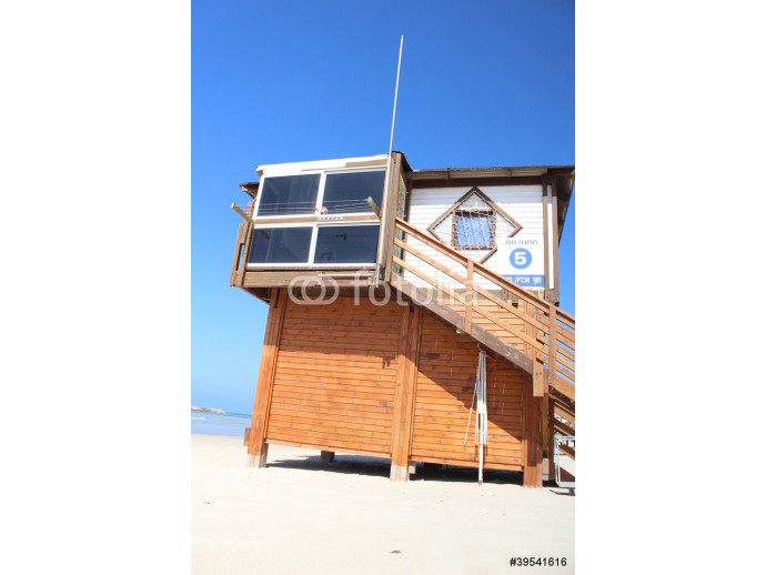 The lifeguard booth at the beach 64238