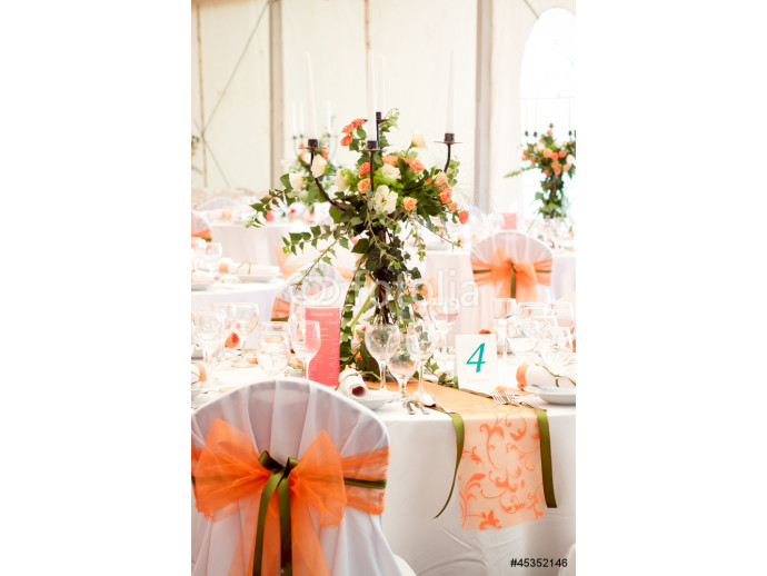 an image of tables setting at a luxury wedding hall 64238