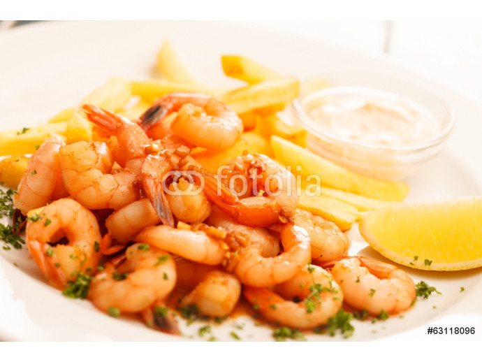 shrimps with french fries potatoes 64238