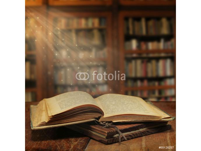 Papier peint Opened magic book with magic light - Découvrez des ...