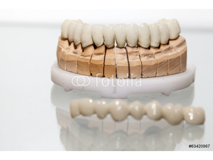 Zirconium Porcelain Tooth plate in Dentist Store 64238