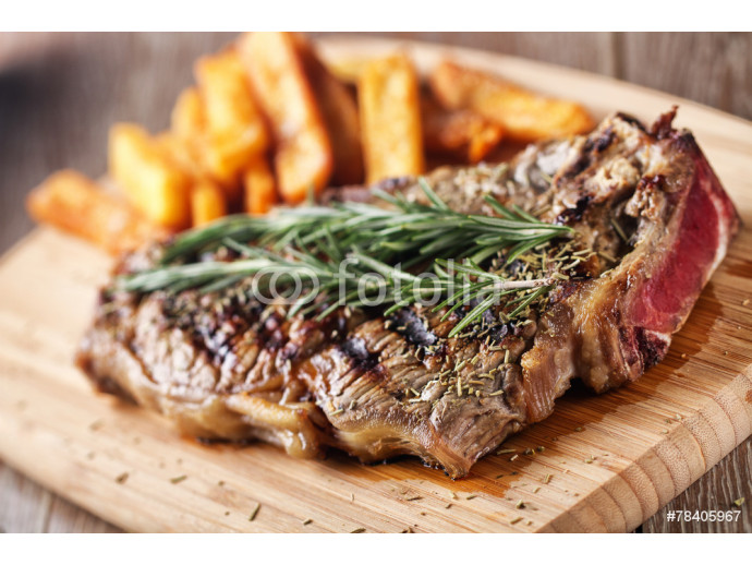 Fotomural decorativo Grilled beefsteak with french fries 64238