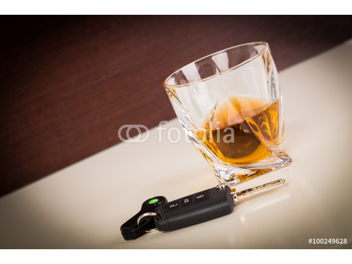 Car keys and alcoholic drink 64238