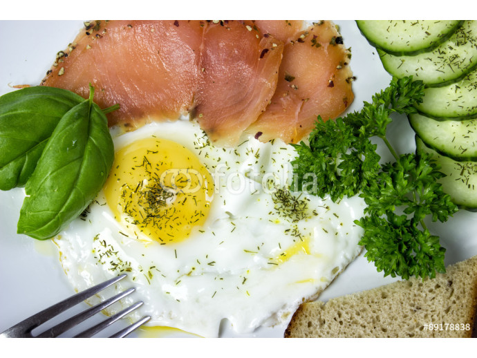 fried egg with salmon and vegetables 64238