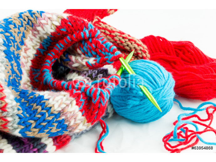knitting needles and balls of threads 64238