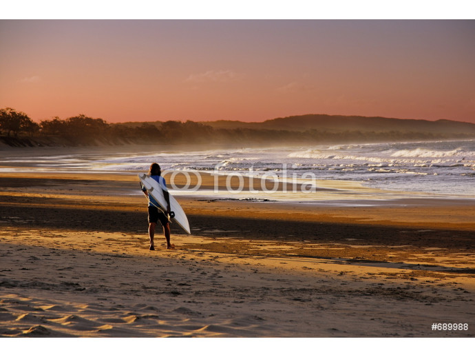 surfer goes to the beach at sunset 64238
