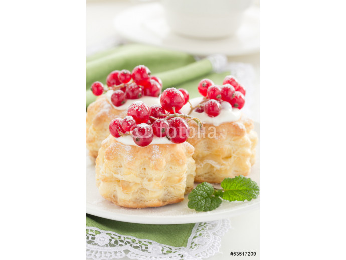 Puff pastry with cream and currant. 64238