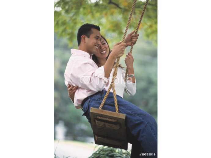 Fotomurale Young Asian couple on swing 64238