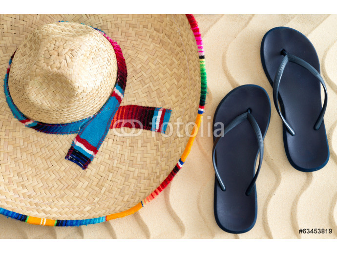 Fotomural decorativo Straw sombrero and sandals on beach sand 64238