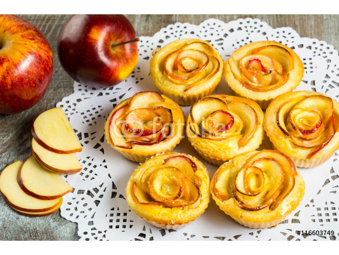 Puff apple shaped roses muffins 64238