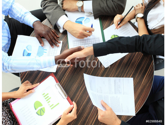 Business people shaking hands 64238