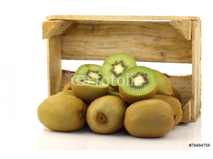 green kiwi fruit in a wooden box on a white background 64238