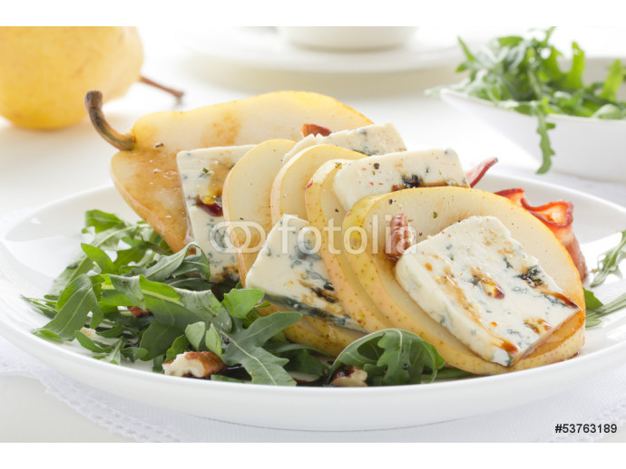 Salad with pear and Gorgonzola. 64238