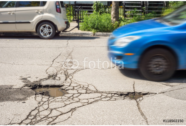 Toile déco Pothole with car approaching 64239