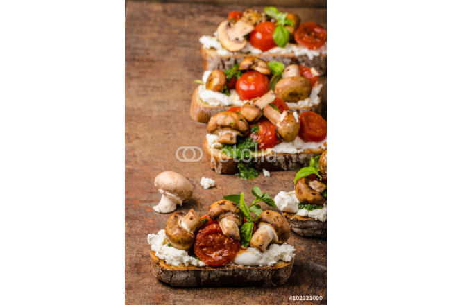 Toasted bruschetta with riccotta and pesto 64239