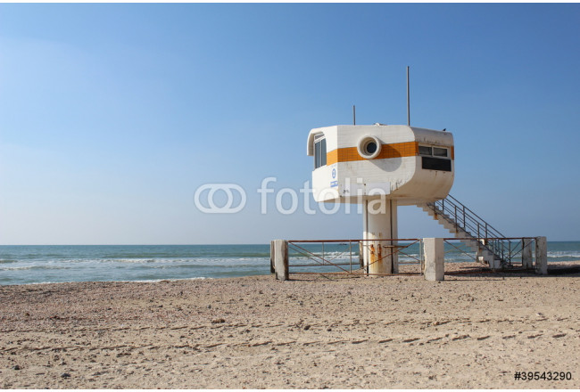 The lifeguard booth at the beach 64239