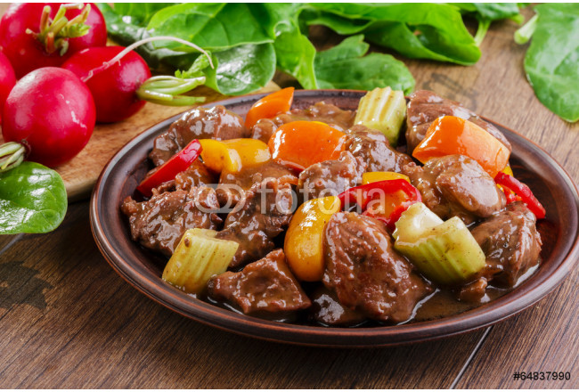 Quadro contemporaneo goulash meat with vegetables on the plate 64239