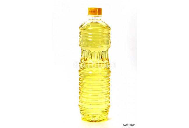 Yellow sunflower oil in a plastic bottle 64239