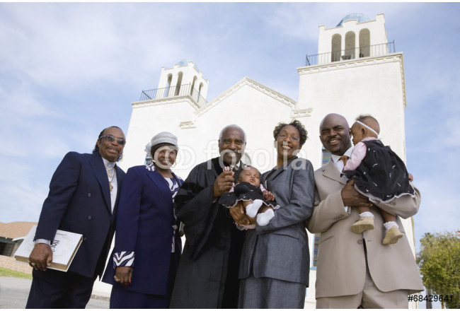 Cuadro decorativo African family in front of church 64239