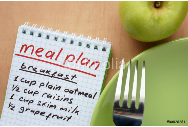 Paper with meal plan and apple. Diet concept. 64239