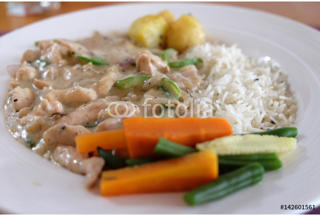 A meal of chicken stroganoff with white rice and vegetables, restaurant in Kolkata 64239