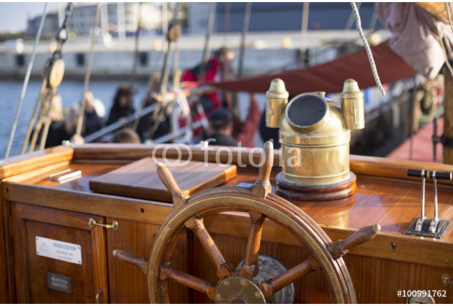 Steering wheel of an old wooden sailing ship 64239