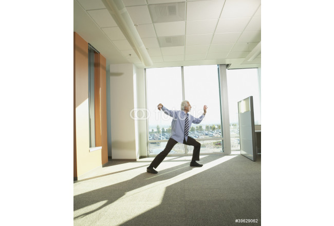 Bild auf Leinwand Businessman doing Tai Chi in the office 64239