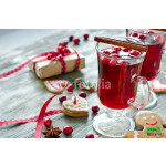 Mulled wine with cranberry and gingerbread cookies 64239