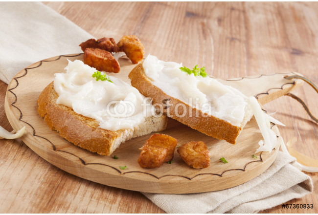 Bread with lard and scratchings. 64239