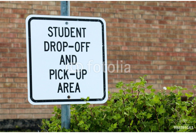 Obraz nowoczesny Sign for Student Drop off and Pick Up Area against brick school building 64239