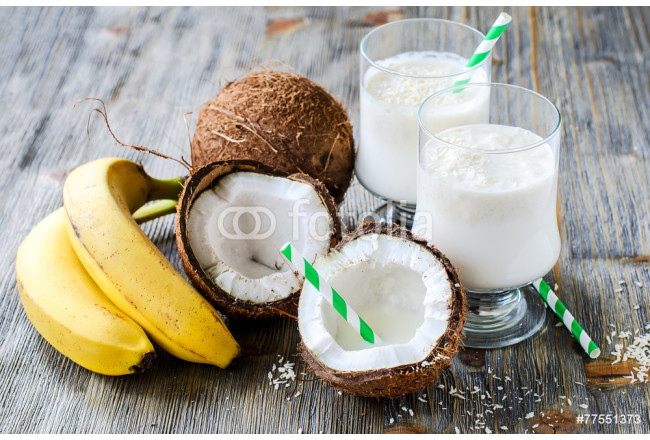 Toile déco Coconut milk smoothie drink with bananas on wooden background 64239